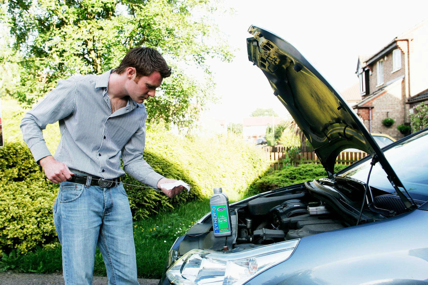 How to check and choose the correct engine oil for your car
