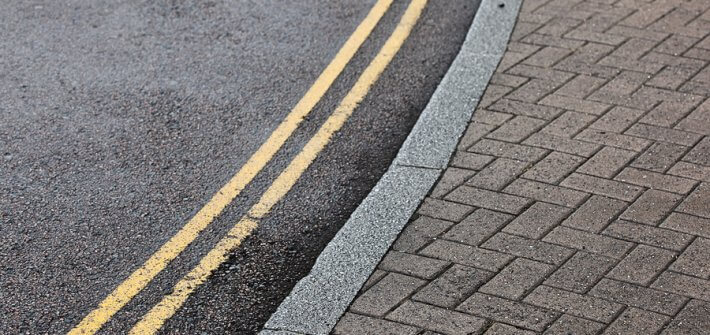 Double yellow lines on street